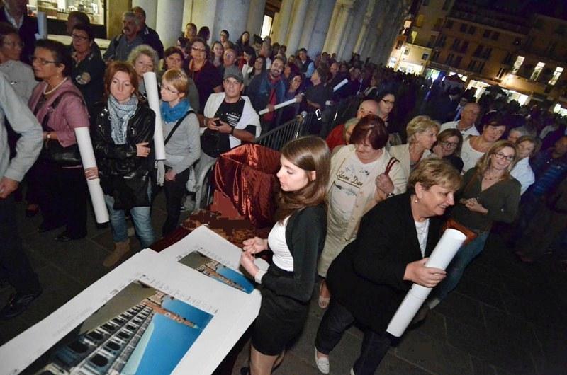 Vicenza 05 10 12 VI La Piazza gremita per la notte bianca   © Vi